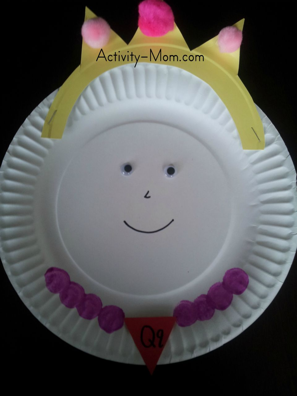paper plate alphabet craft & The Activity Mom - Paper Plate Alphabet Craft - Q is for Queen - The ...