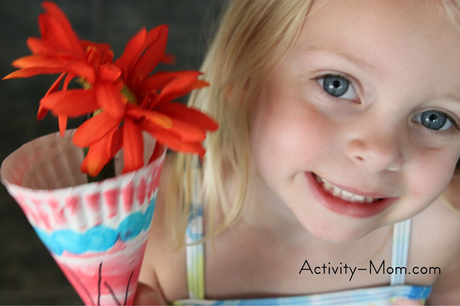 paper plate alphabet craft  sc 1 st  The Activity Mom & The Activity Mom - Paper Plate Alphabet Craft - V is for Vase ...