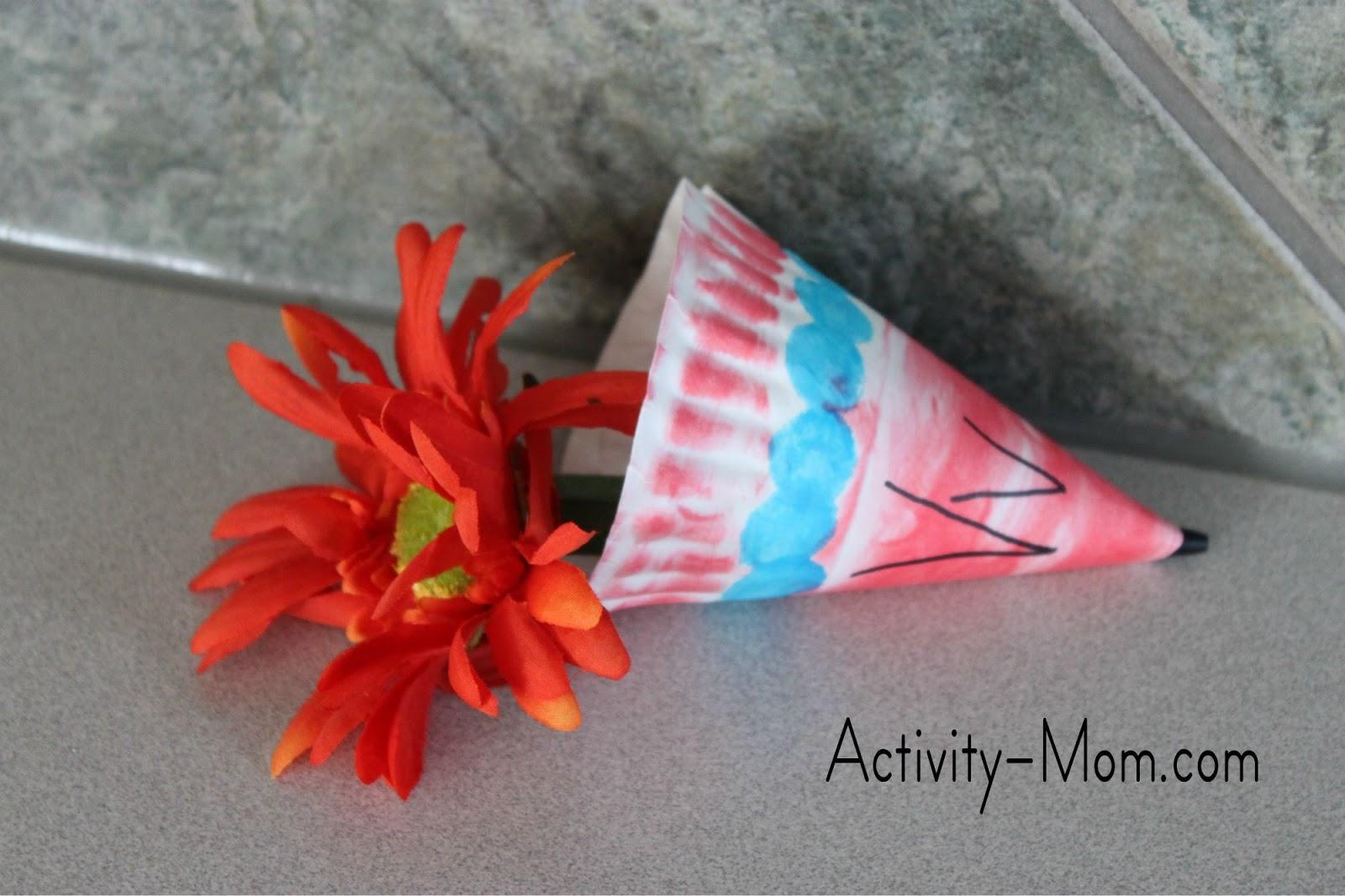 paper plate alphabet craft & The Activity Mom - Paper Plate Alphabet Craft - V is for Vase - The ...